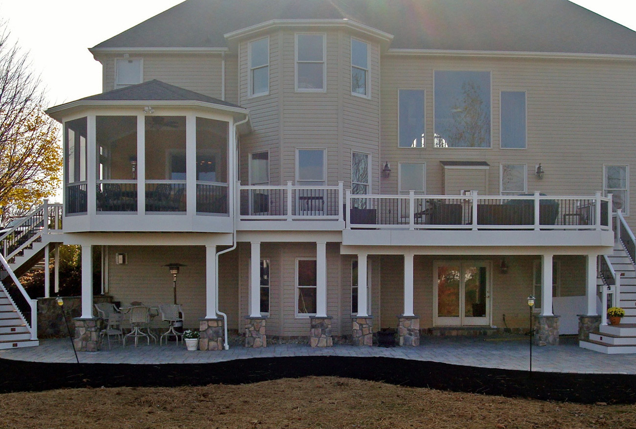 Large deck with attached screen room